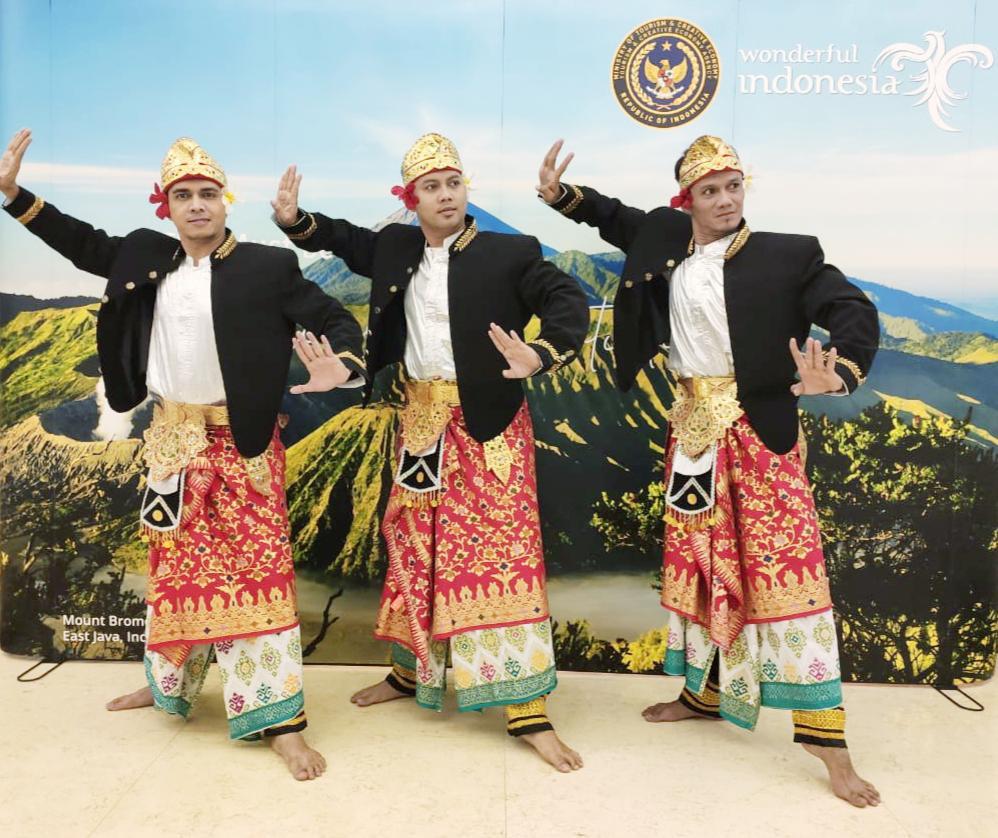 Baju Tari Kreasi Bali